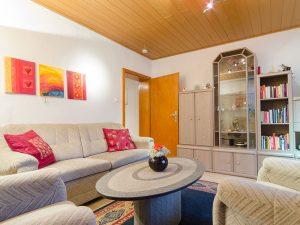 Das Wohnzimmer in unserer Ferienwohnung in Obernsees in der Fränkischen Schweiz.