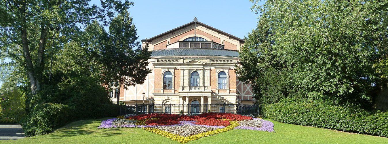 Wir begrüßen jedes Jahr gerne die Gäste und auch Mitwirkenden der berühmten Richard-Wagner-Festspiele in Bayreuth.