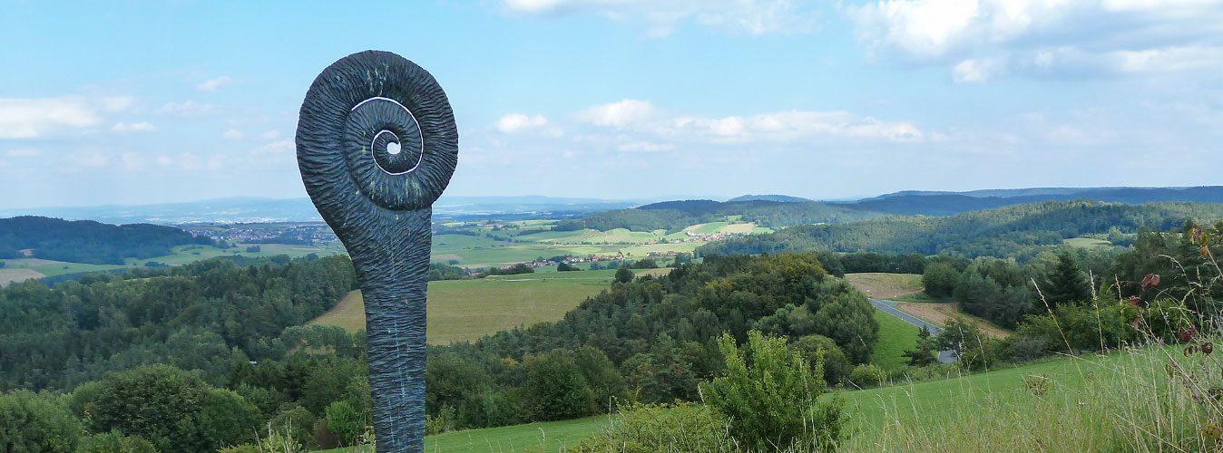 Von der Neubürg aus überblickt man fast die gesamte Fränkische Schweiz ..